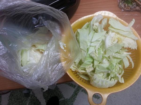 キャベツが新鮮で量が多い博多もつ鍋よし田の野菜付きセット通販で、よし田ファンの間でリピーターの多い味噌味、白みそのスープのものを取り寄せてみました。 とっても美味しかった!