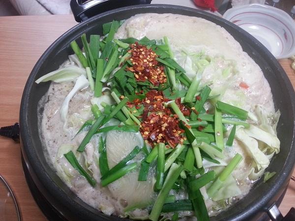 もつ鍋やまと白ミソ博多もつ鍋よし田の野菜付きセット通販で、よし田ファンの間でリピーターの多い味噌味、白みそのスープのものを取り寄せてみました。 とっても美味しかった!